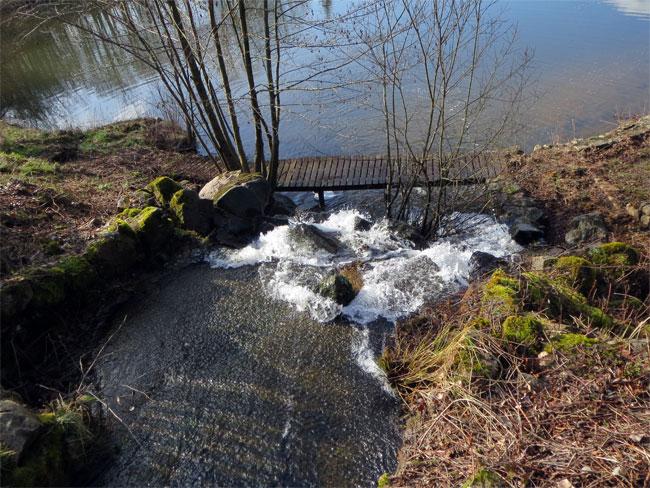 La cascade de l\'étang de baignade