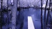 Le ponton a presque disparu sous la neige