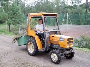 Victor aux commandes du tracteur