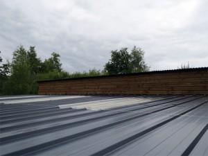 Le même bandeau de toit après bardage