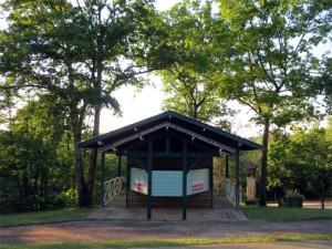 Prochaine cible... l'ancienne cabane destinée à l'accueil