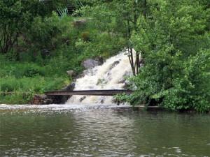 La cascade vers l'étang de baignade