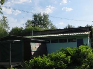 Notez bien le magnifique vert discret du bâtiment