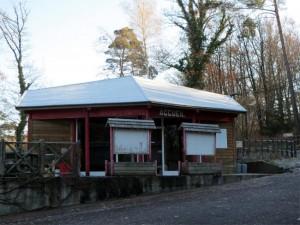 En décembre 2012, le bâtiment a meilleure mine avec un toit tout neuf
