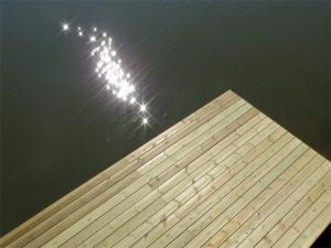 Un ponton tout neuf sous les étoiles