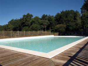 La piscine d'un côté