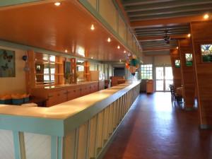 Le bar immense