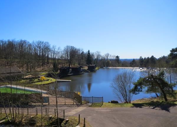 vue plongeante sur l'étang de baignade
