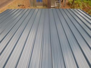 Un bardage acier vient finaliser la toiture