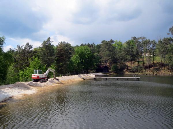Les aménagements de la plage sont en cours