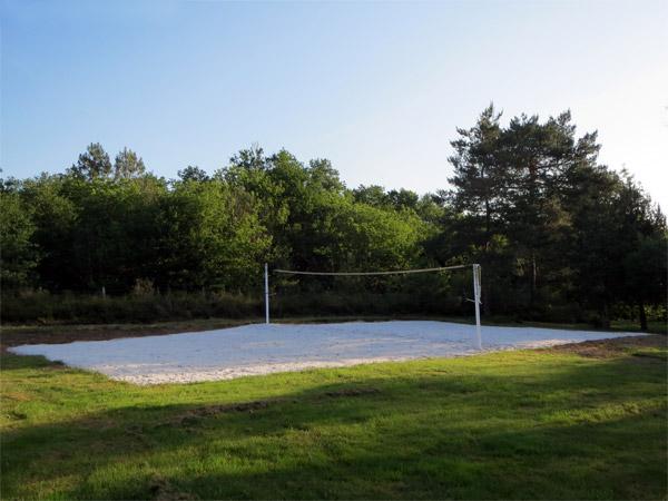 Le terrain de beach-volley de Parenthèses imaginaires