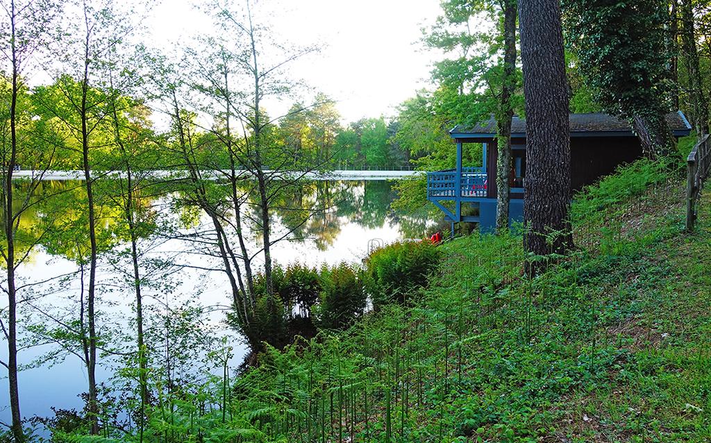 location-insolite-famille-lac-parentheses-imaginaires-dordogne
